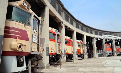 写真:旧津山扇形機関車庫